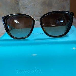 ❤️ Tiffany & Co Tortoise Cat Eye Sunglasses
